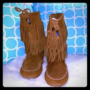 Minnetonka Black Ann Angled Fringe Boot Womens Size 6 M NEW